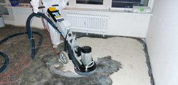 Mit dem Ewering Asbestschleifverfahren sanieren wir asbestbelastete Bodenplatten.