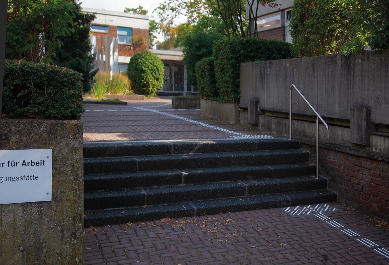 Leitstreifen zur Orientierung an Treppen im Außenbereich