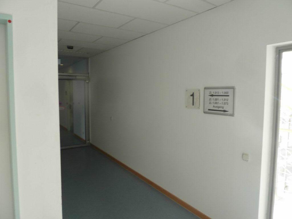 Wand Flur Agentur für Arbeit vorher