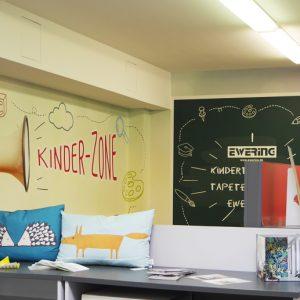 Kinderspielecke Fachmarkt Ewering Raumdesign individuelle Fototapete nachher
