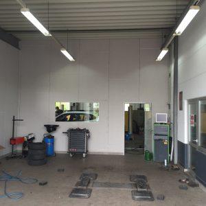 Individuelle Fototapete Automobile Krampe Werkstatt vorher